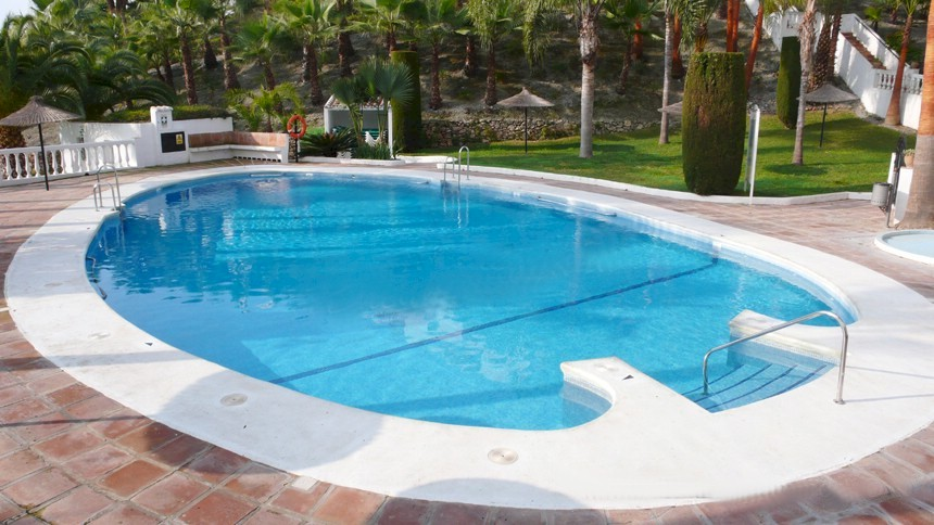 Oasis de capistrano self catering to rent in nerja for Casa jardin nerja